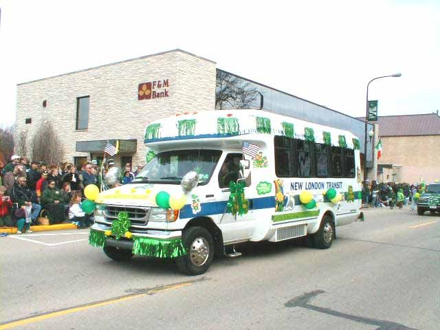 2003parade081