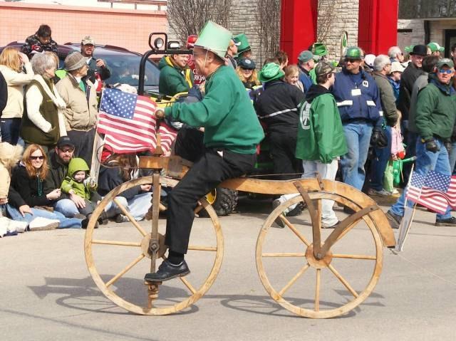 2008parade-woodenbicycle